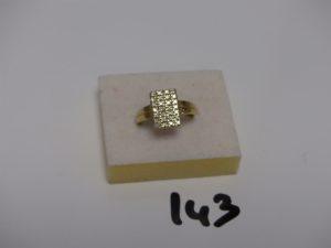 1 Bague en or ornée d'un pavé de petits diamants (td56). PB 3,8g