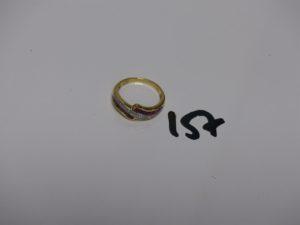 bague en or ornée de pierres rouges et de 2 petits diamants (td53). PB 3,5g