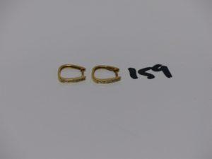 1 paire de boucles en or ornée d'un rang de petits diamants. PB 1,5g