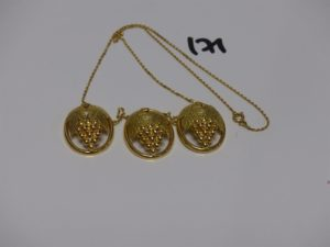 1 collier en or motifs centraux à décor d'une grappe de raisins (L44cm). PB 9,8g