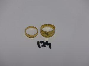 2 bagues en or à effet martelé (td54 et 59). PB 3,4g