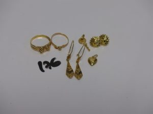 1 bague à décor de boules (td57), 1 bague à décor floral (td53), 2 pendants, 2 boucles en forme de soleil, 1 pendentif clef et 1 pendentif coeur. Le tout en or PB 9,4g