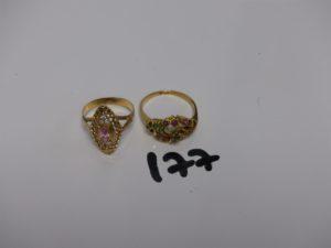 1 bague forme marquise ornée de petites pierres(1 chaton vide, td57) et 1 bague ornée de petites pierres rouges et vertes (td58). Le tout en or PB 7,4g