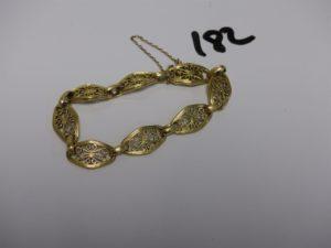 1 bracelet en or à motifs filigranés (L16cm, chaînette de sécurité en métal). PB 13,1g