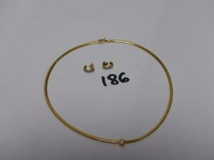 1 collier ras de cou maille serpentine en or, motif central orné d'un diamant d'environ 0,10ct (diamètre 13,5cm) et 2 boucles en or monture bicolore ornée d'un pavage de petits diamants. PB 19g