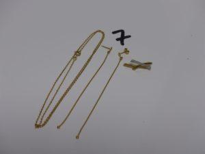 1 chaîne maille forçat (L46cm), 1 pendentif bicolore orné de petits diamants et 1 paire de pendants (manque 1 système). Le tout en or PB 5,6g