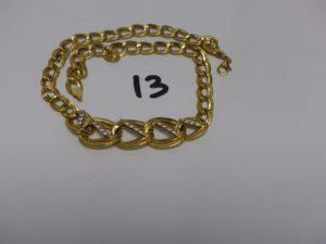 1 collier maille fantaisie en or motif central orné de petites pierres (L44cm). PB 18,6g