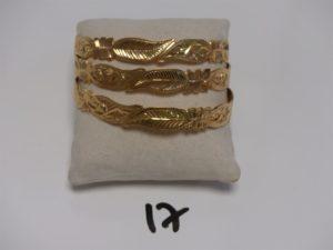 3 bracelets rigides à décor floral (diamètre 6,5cm). Le tout en or PB 56,7g