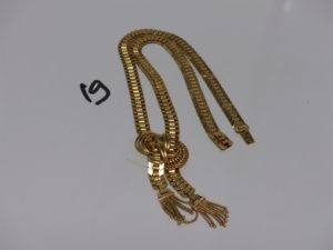 1 collier en or motif central en forme de noeud (L43cm). PB 27,9g