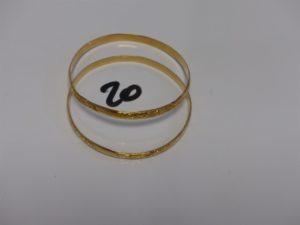 2 bracelets rigides et ouvragés en or (diamètre 6,5cm). PB 29,8g