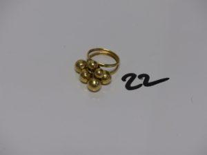 1 bague en or motif central à décor de boules un peu cabossées (td53). PB 3,4g