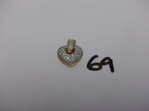 1 pendentif coeur en or orné d'un pavage de petits diamants (diamètre 1,8cm). PB 7g