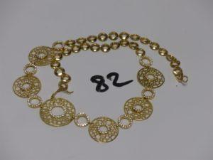1 collier maille fantaisie, motif central à décor d'anneaux ornés de petites pierres (L45cm). PB 29,1g