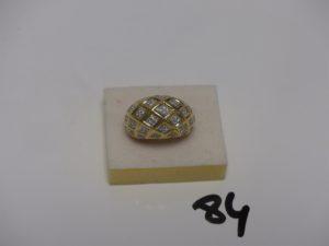 1 bague en or motif central bombé et orné de petites pierres (intérieur creux, td55). PB 9,8g