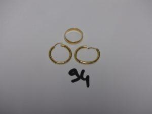 1 alliance (td56) et 1 paire de créoles (1 cabossée). Le tout en or PB 5,4g