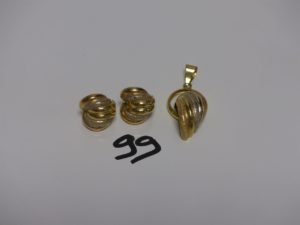 1 pendentif et 2 boucles assorties. Le tout en or poli et granité. PB 11,7g
