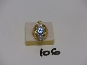 1 bague en or rehaussée d'1 pierre bleue ciel et de petites pierres blanches (Td54). PB 11g