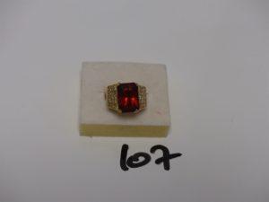 1 bague en or rehaussée d'1 pierre orange et de petites pierres blanches (Td56/1 griffe abimée). PB 10,7g