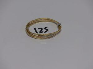 1 bracelet rigide ouvrant en or motif central orné de petites pierres (diamètre 5,5cm). PB 13,4g