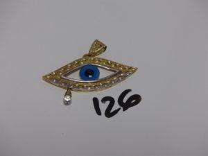 1 pendentif en or à décor d'1 oeil bleu entourage petites pierres (2 chatons vides,L5,5cm). PB 9g