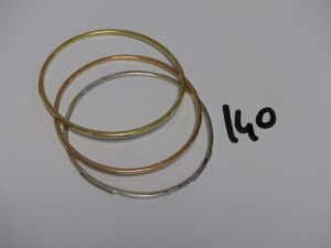 3 bracelets demi-joncs en or ornés de rangs de petites pierres (diamètre 6cm). PB 22,1g
