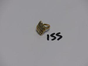 1 bague monture ouvragée bicolore en or ornée de petits diamants (Td56). PB 6g