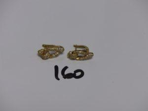 1 paire de boucles en or ornées de petites pierres (fermoir à tige et clips). PB 7g