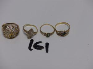 4 bagues en or : 1 ornée de petites pierres (Td57) 1 style marquise ornée de petits diamants (Td53) 1 ornée d'1 petite pierre verte et de petits diamants (Td54) 1 à décor floral ornée de petites pierres et de petits diamants (Td54) . PB 10,2g