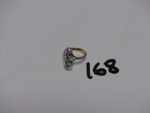 1 bague en or et argent ornée de 3 petits diamants TL rose (Td53). PB 5,9g