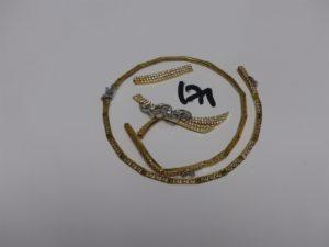 1 collier cassé en plusieurs morceaux en or et orné de pierres. PB 26,4g