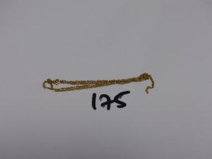 1 chaîne fine maille torsadée en or (cassée). PB 2,9g