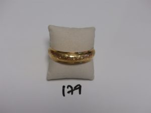 1 bracelet rigide ouvragé en or (diamètre 6,5cm). PB 17,1g