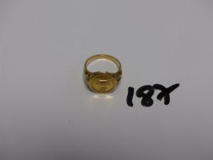 1 bague en or motif central à décor d'une médaille d'amour (Td53). PB 4,7g
