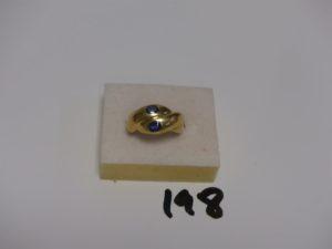 1 bague en or ornée de 2 petites pierres bleues (Td53). PB 5,1g