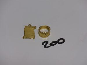 1 bague monture ouvragée en or (Td48) et 1 pendentif gravé en or. PB 4,2g