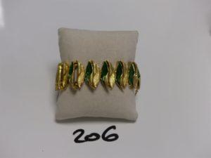 1 bracelet maille articulée en or à décor floral émaillé (diamètre 6cm, a été restauré). PB 67,9g