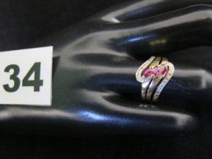1 bague en or bicolore motif entrelacé (TD 52). PB 7,1g