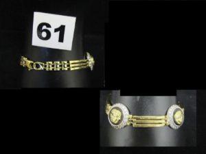 1 bracelet maille palmier (L 17,5cm maille tordue), 1 bague double (fiançaille-mariage) rehaussée sur un anneau d'une pierre blanche, et de petites pierres (TD 55 et 56, chatons vides). Le tout en or. PB 8,7g