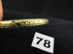 1 bague en or 880/1000 rehaussée d'un plateau creux orné d'une pièce Georges V en serti-griffes (TD 58). PB 8,9g