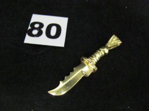 1 pendentif en or à décor de poignard (L 5,5cm). PB 7,2g
