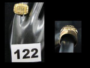 """1 chevalière en or gravée """"RM"""" (TD 65). PB 11,8g"""