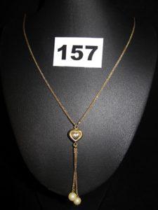 1 collier en or, orné d'un motif coeur et pampilles perles (L 46cm). PB 6,5g