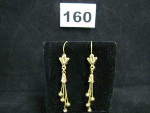 2 Pendants d'oreilles en or, decorés de chainettes et boules en pampilles (L 6cm). PB 5,6g