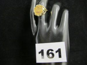 1 bague en or a motif religieux (TD 55). PB 5,1g