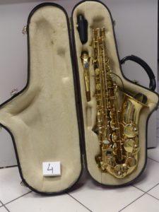 1 saxophone SELMER dans son étui rouge