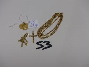 1 chaîne maille alternée en or (L60cm, fermoir à réparer) 1 pendentif clown en or orné d'1 petite pierre (attache cassée) 1 croix en or. PB 11,2grs + 1 médaille de la vierge en alliage 9K (0,7g)