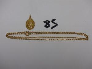 1 chaîne maille cheval en or (L46cm) et 1 médaille religieuse en or initiales gravées. PB 6g