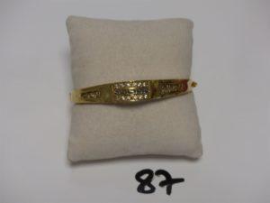 1 bracelet en or rigide ouvrant motif central orné de petites pierres (diamètre 6cm). PB 11,4g