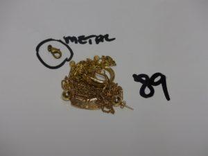1 lot casse en or (chaîne, bracelet, boucles dont 1 avec petites pierres). PB 11,8g + 1 bracelet fantaisie en or 21K. PB 2,7g (+ 1 fermoir en métal)
