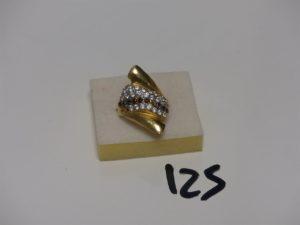 1 bague en or ornée de pierres (1 chaton vide, td59). PB 4,1g